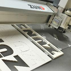 3d-letters uit foam bord